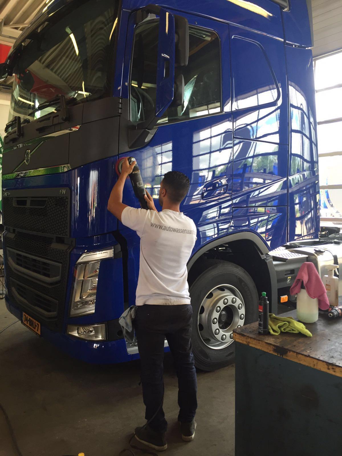 Vrachtwagen poetsen - Autowassen aan huis